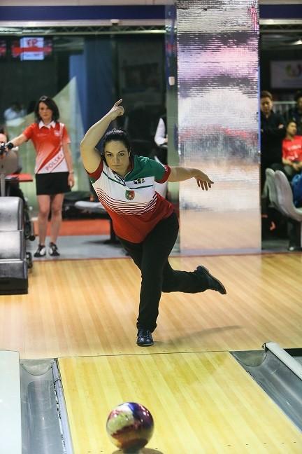 Cristina bowling