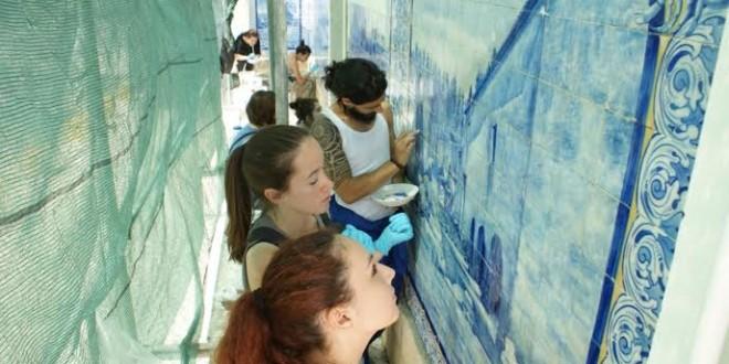 Restauro nos painéis de azulejos prossegue na estação