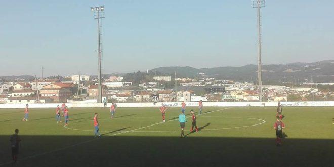 Futebol: São Vicente deu a volta em Cucujães em seis minutos